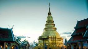Zeit-Versehen des thailändischen berühmten Pagodentages zur Nacht noch stock video