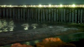 Zeit-Versehen Pier nachts stock video footage