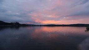 Zeit-Versehen von Arona bei Sonnenuntergang, Arona, Italien stock footage