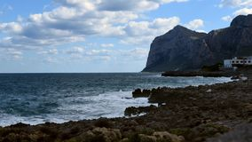 Zeit-Versehen von Mittelmeer, Ansicht von der Insel von Frauen oder Isola-delle Femmine, Sizilien stock video footage