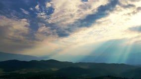 Zeit-Versehen Wolken und mountians ultrahd 4k stock video footage