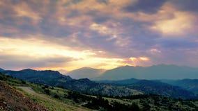 Zeit-Versehen Wolken und mountians ultrahd 4k stock video