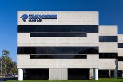 Zeit Warner Cable Building und Logo Lizenzfreie Stockfotos