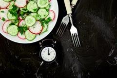 Zeit zu essen lizenzfreie stockbilder