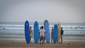 Zeit zu surfen stockfotografie