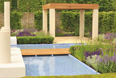 Zeitgenössische Gartenauslegung Stockfotografie