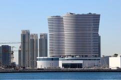 Zeitgenössische Gebäude in Abu Dhabi Lizenzfreies Stockfoto