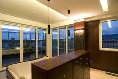 Zeitgenössischer Dachboden - Schlafzimmer lizenzfreie stockfotos