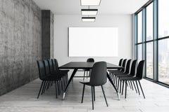 Zeitgenössischer Konferenzsaal mit leerem Plakat stockfotografie