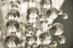 Zeitgenössischer Kristallleuchter Stockfotografie