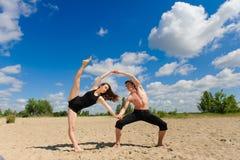 Zeitgenössischer Tanz Junges Paar-Tanzen Stockfotografie