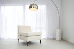 Zeitgenössischer weißer Innenraum stockfotografie