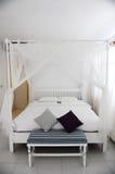 Zeitgenössisches Bett Lizenzfreie Stockbilder