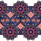 Zeitgenössisches ethnisches nahtloses Muster mit Blumenmandalen Stockfotografie