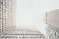 Zeitgenössisches weißes und graues Wohnwolkenkratzerwohngebäude lizenzfreie stockbilder
