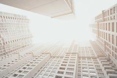 Zeitgenössisches weißes und graues Wohnwolkenkratzerwohngebäude stockbilder