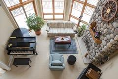 Zeitgenössisches Wohnzimmer angesehen von oben Stockfotografie