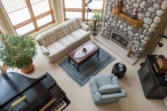 Zeitgenössisches Wohnzimmer angesehen von oben Lizenzfreie Stockbilder