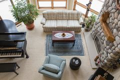 Zeitgenössisches Wohnzimmer angesehen von oben Stockfotos