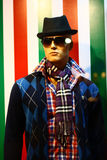 Zeitgenössisches Art- und Weisekleid auf männlichem Mannequin Lizenzfreie Stockfotos