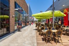 Zeitgenössisches Einkaufszentrum in Israel Stockfotos