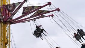 Zeitlupe der angemessenen Fahrt geschossen auf Karneval stock video footage