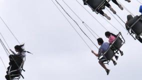 Zeitlupe der angemessenen Fahrt schoss auf den Westküsten-Unterhaltungs-Karneval stock footage