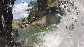 Zeitlupe des schönen Wasserfalls und der Natur in Ella, Sri Lanka stock video footage