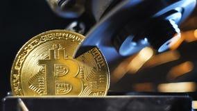 Zeitlupemaschine schnitt vorbildliches gemacht durch bitcoin System ab stock footage
