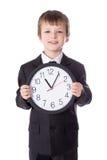 Zeitmanagementkonzept - kleiner Junge im Anzug mit offic Lizenzfreie Stockbilder