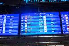 Zeitplan bei Don Mueang International Airport Lizenzfreie Stockfotos