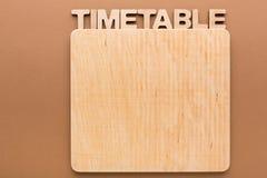 Zeitplan mit leerem hölzernem Brett, Kopienraum Stockfotografie