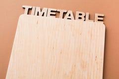 Zeitplan mit leerem hölzernem Brett, Kopienraum Lizenzfreies Stockfoto
