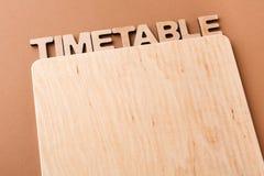 Zeitplan mit leerem hölzernem Brett, Kopienraum Stockbild