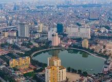 Zeitraum des Hanoi-Skylinestadtbilds in der Dämmerung Stockfotografie