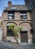 Zeitraumhaus in Mons Stockbilder