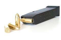 Zeitschrift mit Gewehrkugeln Stockbild
