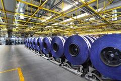 Zeitschriften auf Rolle in einem Großdruckshop für Produktion von newspa stockbild