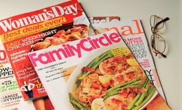 Zeitschriften für die Damen stockbilder