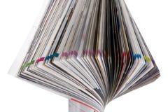 Zeitschriften-Rolle getrennt auf Weiß Stockfotografie