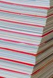 Zeitschriftenstapel stockbild