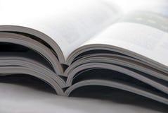 Zeitschriftenstapel Stockfoto
