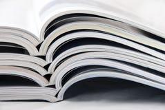 Zeitschriftenstapel Stockfotografie