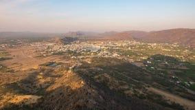 Zeitspanne bei Pushkar, Rajasthan, Indien Luftaufnahme am Sonnenuntergang stock video