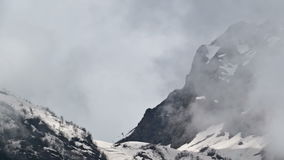Zeitspanne-Berge im Nebel Russland, Sochi Ski Resort, Kaukasus stock footage