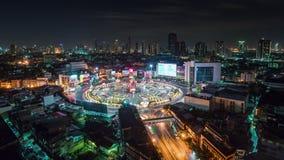 Zeitspanne der Draufsicht 4k des Nachthelle Bangkok-Kreisverkehrquadratdachs Thailand stock footage
