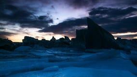Zeitspanne der schönen Eisberglagune in Jokulsarlon mit gefrorenen Schollen stock footage
