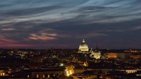 Zeitspanne der Sonnenuntergangdämmerung altare della patria Dachspitzenstandpunktvatikan-Basilikades panoramas 4k Italien stock video