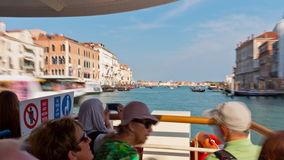 Zeitspanne der Venedig-Fährenautoreisekanalsanta- mariagrußbasilika 4k Italien stock video footage