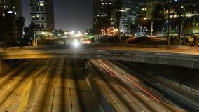 Zeitspanne des Autobahn-Verkehrs nachts in Los Angeles Kalifornien stock video footage